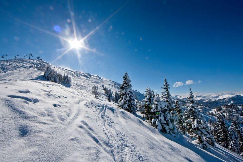 Traumhafte-Schnee-Berg-Landschaft--Salzburger-Sportwelt-Ikarus-1